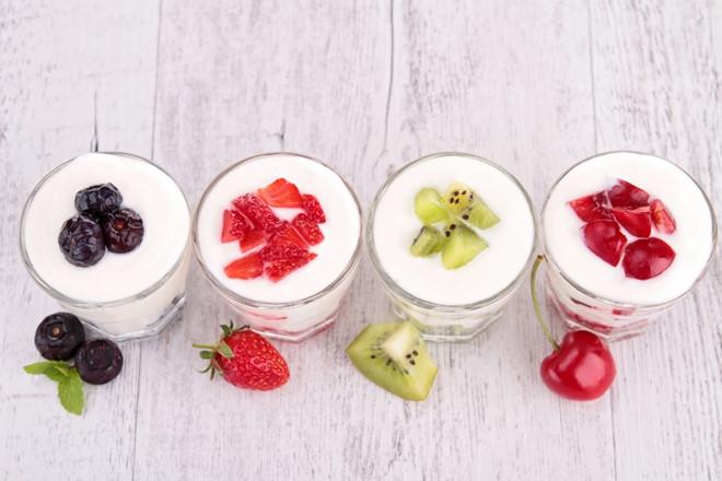 Cách làm sữa chua hoa quả vừa đẹp mắt vừa ngon mê ly