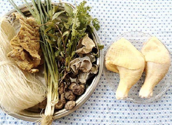 Cách nấu miến gà măng khô đúng công thức hương vị truyền thống