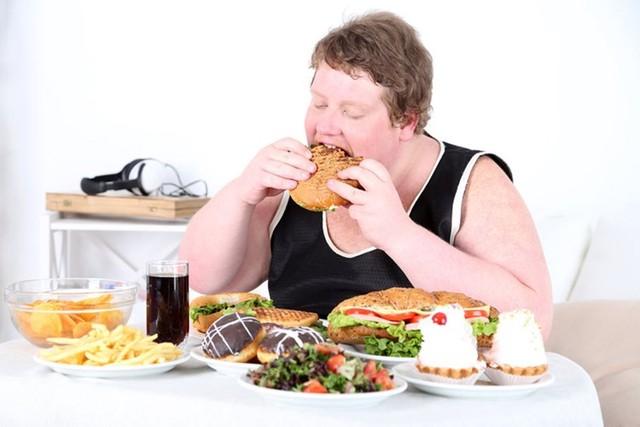 SOS: Thói quen ăn nhanh ảnh hưởng đặc biệt nghiêm trọng đến sức khỏe cọn người